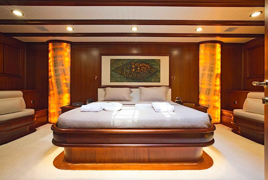 Master bedroom suite of the sailing yacht Regina
