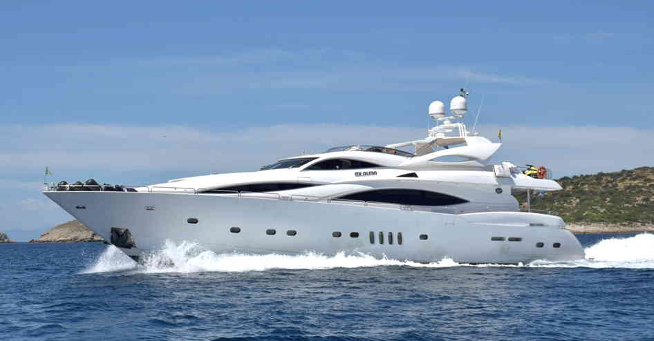 Special June offers for crewed motor yachts in Greece