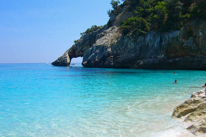 Enjoy your special offer yacht charter in a Sardinian hideaway
