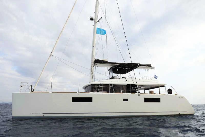 Crewed charter catamaran BOOM in Corfu